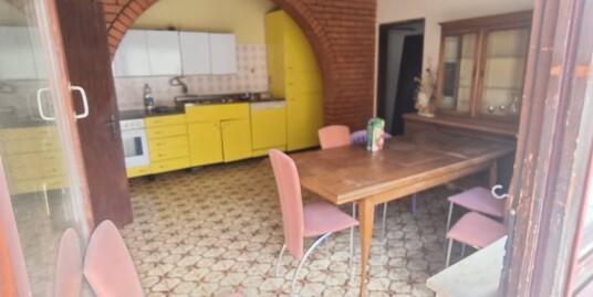 151. Na prodaju trosobna kuća u Batinskoj ulici